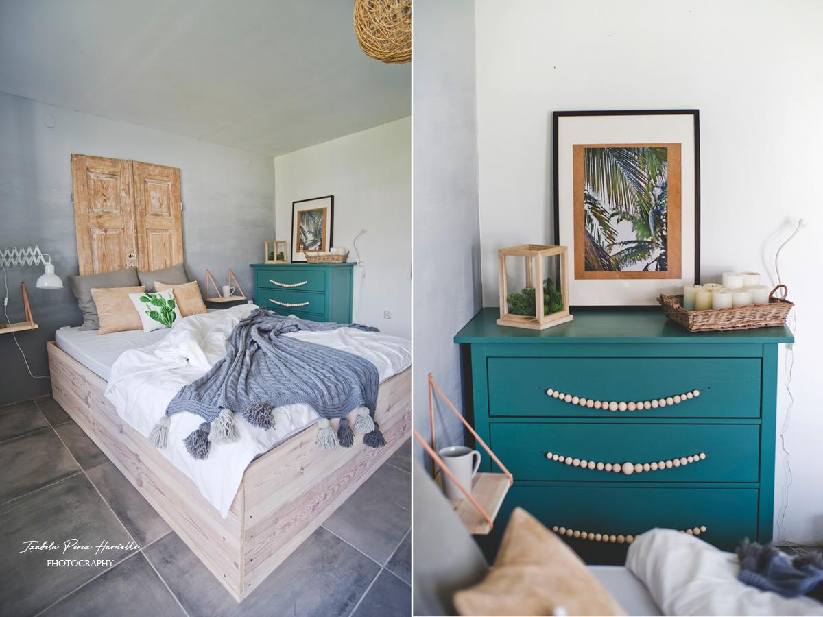 pokój w stylu skandynawski, drewniane łóżko, zagłówek ze starych drzwi, zielona komoda ikea hemnes, ikea hacks