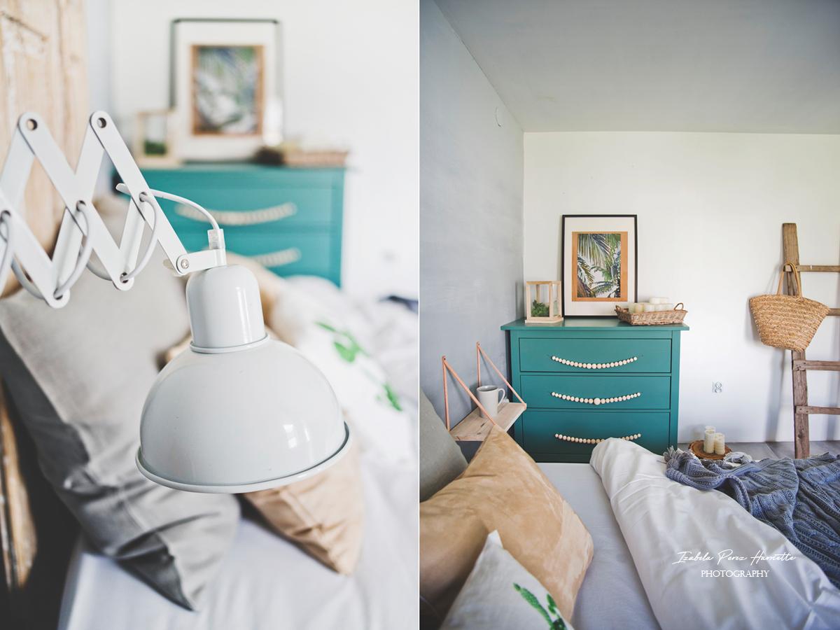 skandynawskie wnętrze, zielona komoda, lampa nożycowa