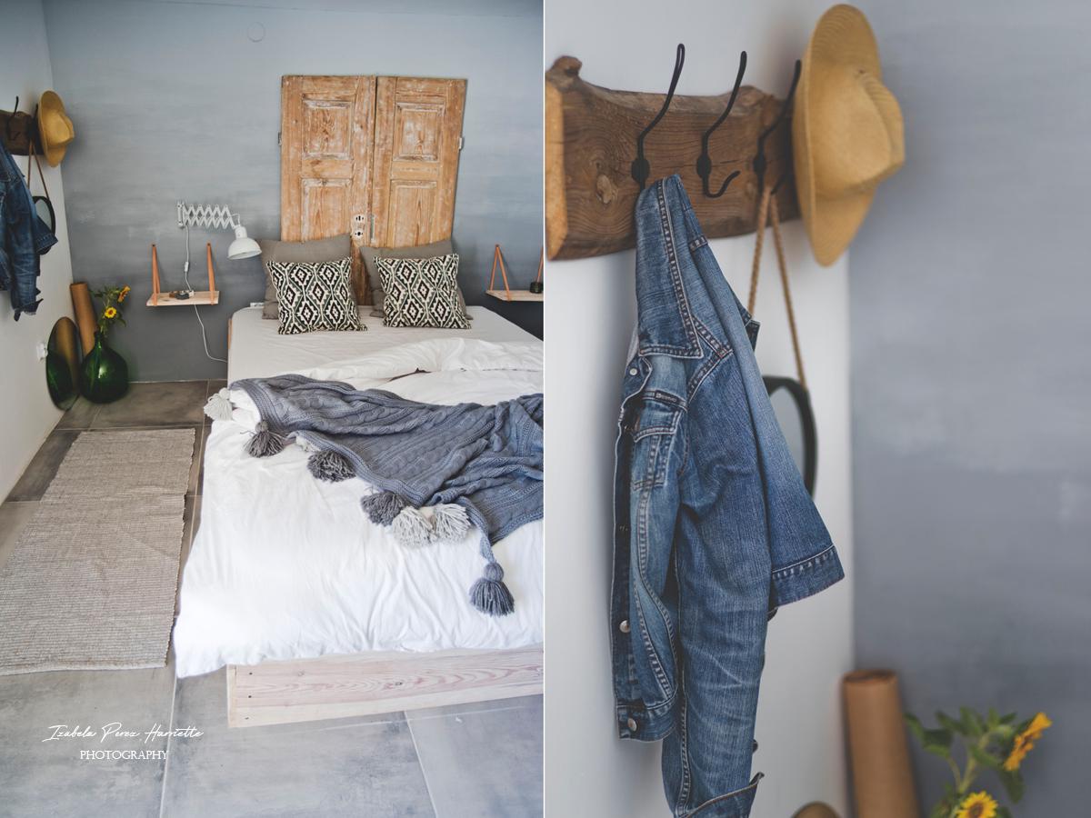 jeansowa kurtka, odzież elementem aranżacji wnętrz