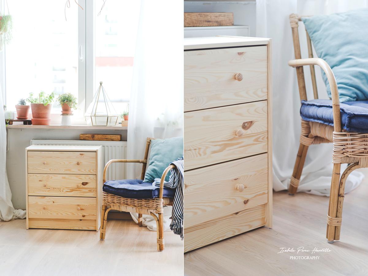 drewniana komoda, komoda RAST, metamorfoza, skandynawskie wnętrze, ratanowy fotel