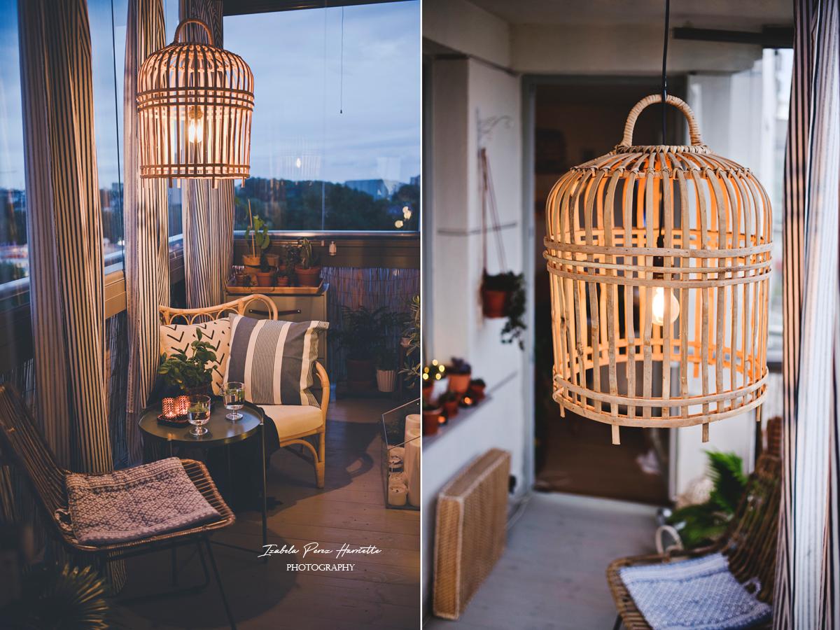 balkon, balcony, bambusowa lampa, bambusowy fotel, rośliny na balkonie, letnie wnętrze, drewniana podłoga