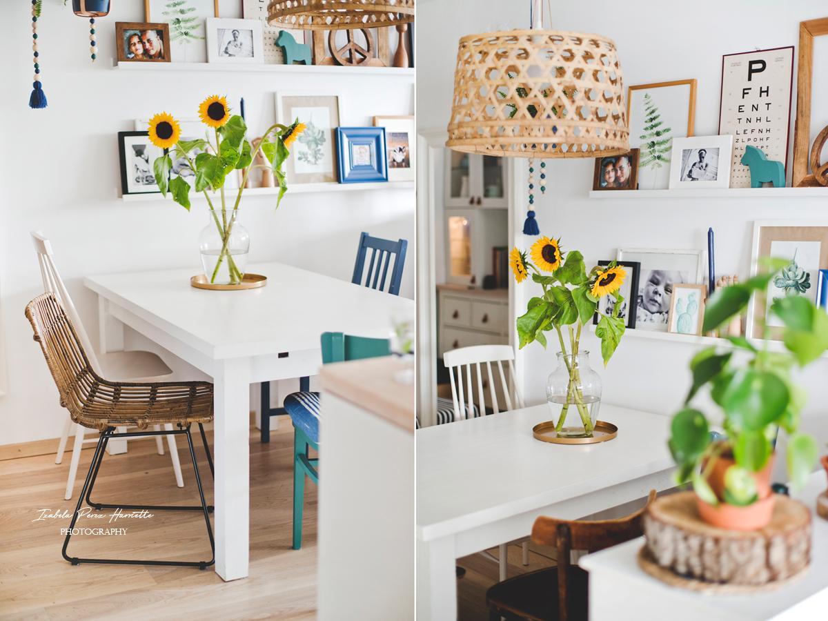 ratanowe krzesło, jadalnia, różnorodne krzesła przy stole, styl eklektyczny, krzesła zdekompletowane