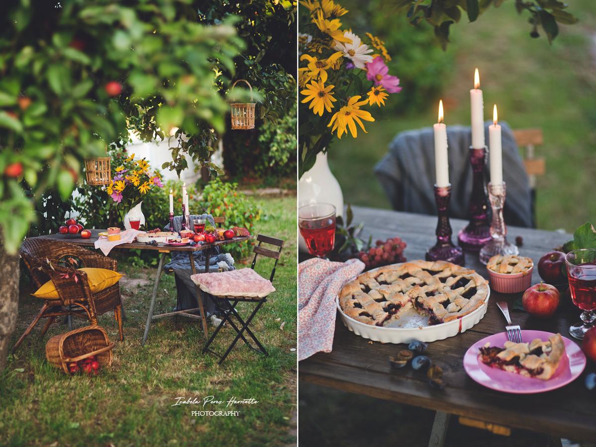 tarta ze śliwkami, pod jabłonią, jesień, kolacja w ogrodzie