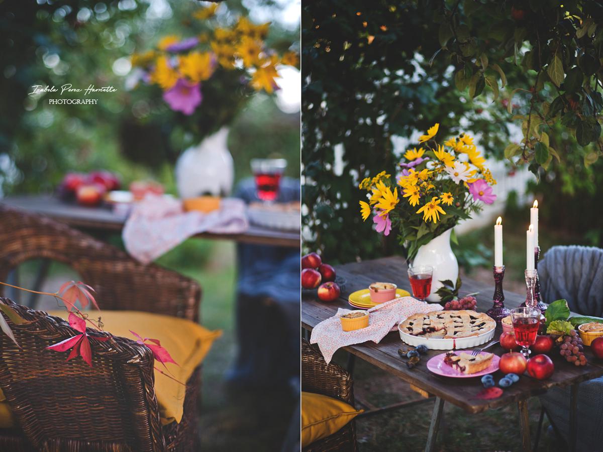 tarta ze śliwkami, jesienny stół, topinambur, kosmosy, tarta na oleju dobre strony jesieni