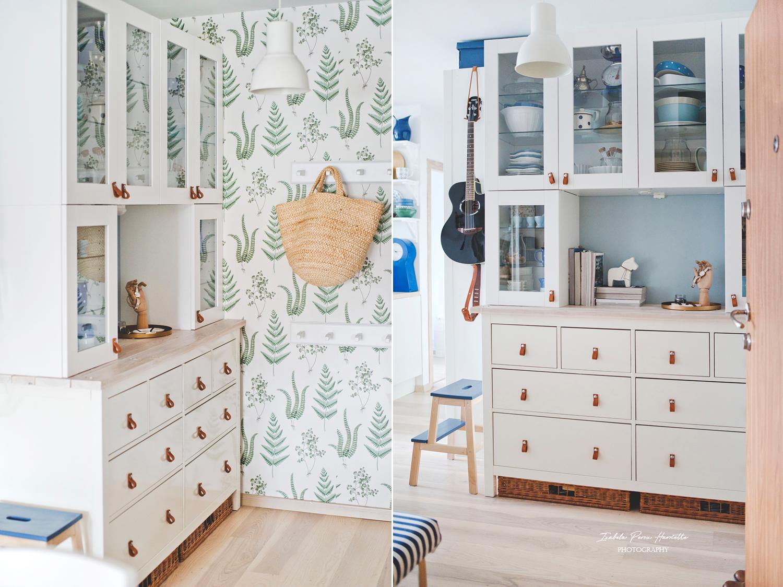 przedpokój, tapeta botaniczna, tapeta w paprocie, skandynawskie wnętrze, naturalne dekoracje