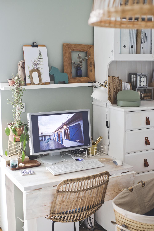 kąt biurowy, biuro w domu, rośliny w domu