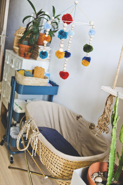 mobile, pompony, drewniane koraliki, diy