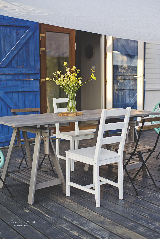 stół na taras, lazura do drewna, zabezpieczenie drewna na zewnątrz, szary stół, diy, zrób to sam, polny bukiet