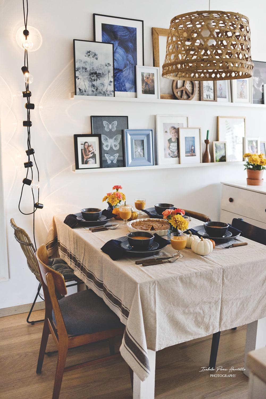 jesienny stół, dekoracja stołu, tekstylia stołowe, zastawa stołowa, potrawy z dyni, table set, table scape, ceramika stołowa, dynie ozdobne, lniany obrus
