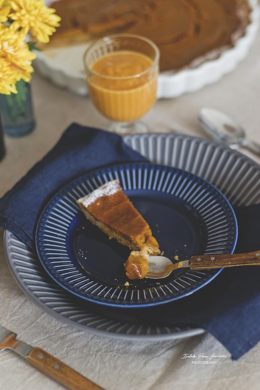 jesienny stół , dekoracja stołu, tekstylia stołowe, zastawa stołowa, potrawy z dyni, table set, table scape, ceramika stołowa, dynie ozdobne, lniany obrus